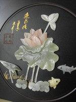 Tavirózsa halakkal, üvegpasztából  v. ásványból készült  falikép