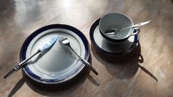 Zsolnay messzeség sütis/teás készlet és ezüst sütis evőeszköz szett,