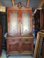 Csodálatos bécsi barokk tölgy tálaló szekrény eredeti savmaratott üvegekkel.