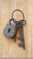 Öntöttvas Kulcskarika lakattal  (Fali dísz)