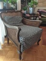 2 db nádfonatos fotel