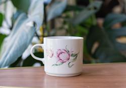 Alföldi retro porcelán bögre - házgyári csésze tulipános mintával - masszahibás