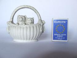 Régi, antik aranyos biszkvit porcelán cica figurák kosárban-sajnos sérült