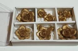 Kézműves aranyozott rózsák.
