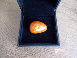 Borostyánkő medálnak vagy gyűrűnek