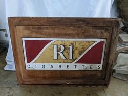 Bolti cigarettás szekrény