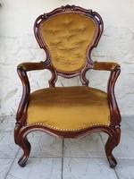 Antik neobarokk diófa kárpitos karos-fotel