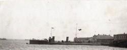 Hadihajó Török és német zászlóval, kikötő ritka,13x5 cm