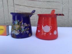 Régi zománcos, nyeles kávé kiöntő együtt - pávás, teás kannás - népi, paraszti dekorációnak