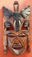 Keleti fa faragott fali maszk elefánt és bennszülött dekorral