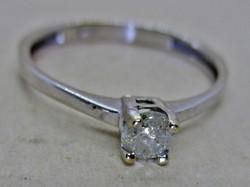 Szép kis fehérarany gyűrű 0.22ct gyémánt kővel