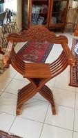 Reneszánsz stílusú Savonarola szék, oroszlánfejes