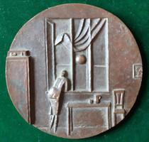 Czinder Antal: Nyaralás, 1977, bronz érem, plakett