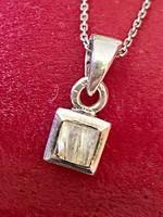 Ragyogó, kecses ezüst nyaklánc és Medál