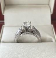 Fehérarany gyémánt gyűrű, modern csiszolású briliánssal, 0,81ct