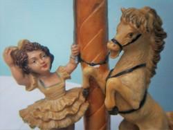 Manézs, Idomár és a lova szobor több mint 50 éves sószobor