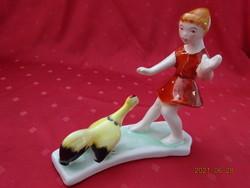 Bodrogkeresztúri porcelán figura, kislány kakassal.  Magassága 16  cm.