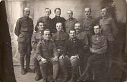 Katona csoportkép, paroli, kitüntetés, szalagsáv