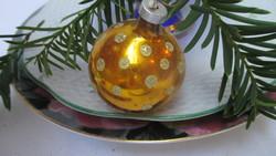 Üveg karácsonyfadísz arany-pettyes gömb