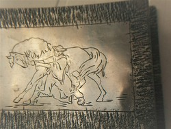 Kézműves fém doboz, lovát megfékező csikóssal, ékszer, kártya vagy bármi