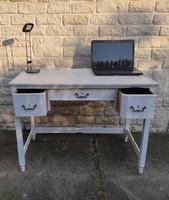 Antik Fehér íróasztal,réz kulcs zàrható! Home-Office, Vintage Loft Retro,fàból ,pipere asztalnak,