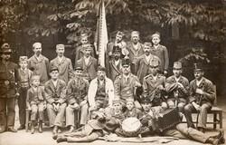 Katona csoportkép, tisztek, gyerekek, kalap, kitüntetés