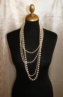4 soros gyönyörű fehér nyaklánc ,csodás csattal