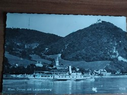 Bécs, a Duna és a Leopoldsberg domb