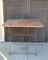 Antik vas kerti asztal