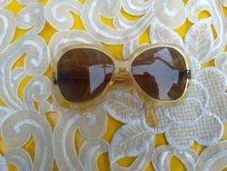 Igazi retro napszemüveg