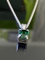Gyönyörűséges ezüst nyaklánc és Medál szintetikus smaragdtő vel
