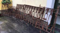 Antik, ritka, kiemelkedően díszes kovácsoltvas korlát