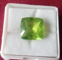 Természetes 10.60 karátos oliva zöld peridot drágakő tanúsítvánnyal