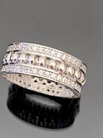 Káprázatos ezüst gyűrű cirkónia kövekkel ékesítve