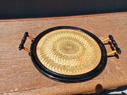 Elegáns  fa tálca finom horgolású arany csipke betéttel.