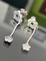 Kecses, lógós ezüst fülbevaló pár