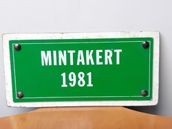 MINTAKERT 1981 retro aluminium fémtáblácska a gondozott kertes udvaros házak minősítése volt
