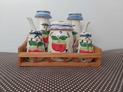 Mázas kerámia fűszeres készlet, almamintás majolika, konyhai dekoráció, fa polccal