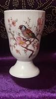 Madaras porcelán váza, talpas pohár