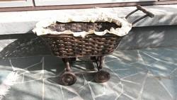 Fa babakocsi játék vagy dekoráció