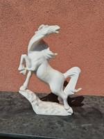 Márvány ló szobor