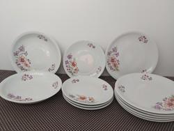 Alföldi tölcsérvirágos tányérok