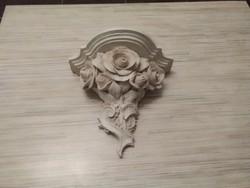 Rózsás fali konzol. Mügyanta szerü anyagból.