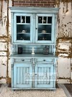 Vintage, antikolt tálaló szekrény 2.