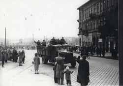 1956 fénykép modern előhívás/nagyítás 22x15 cm emberek, teherautó