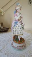 Barokk hölgyszobor,virággal (41cm)