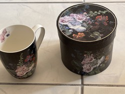 Gyönyörű virágos porcelán bögre saját ugyanolyan dobozzában.