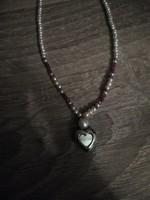 Egyedi, édesvízi tenyésztett gyöngy és ásvány nyaklánc, ezüst szív medállal.