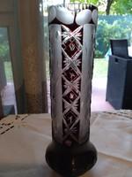 Különleges csiszolású, formájú kristály váza