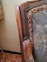 Régi, ívelt karfás, erősen felújításra szoruló fotelek